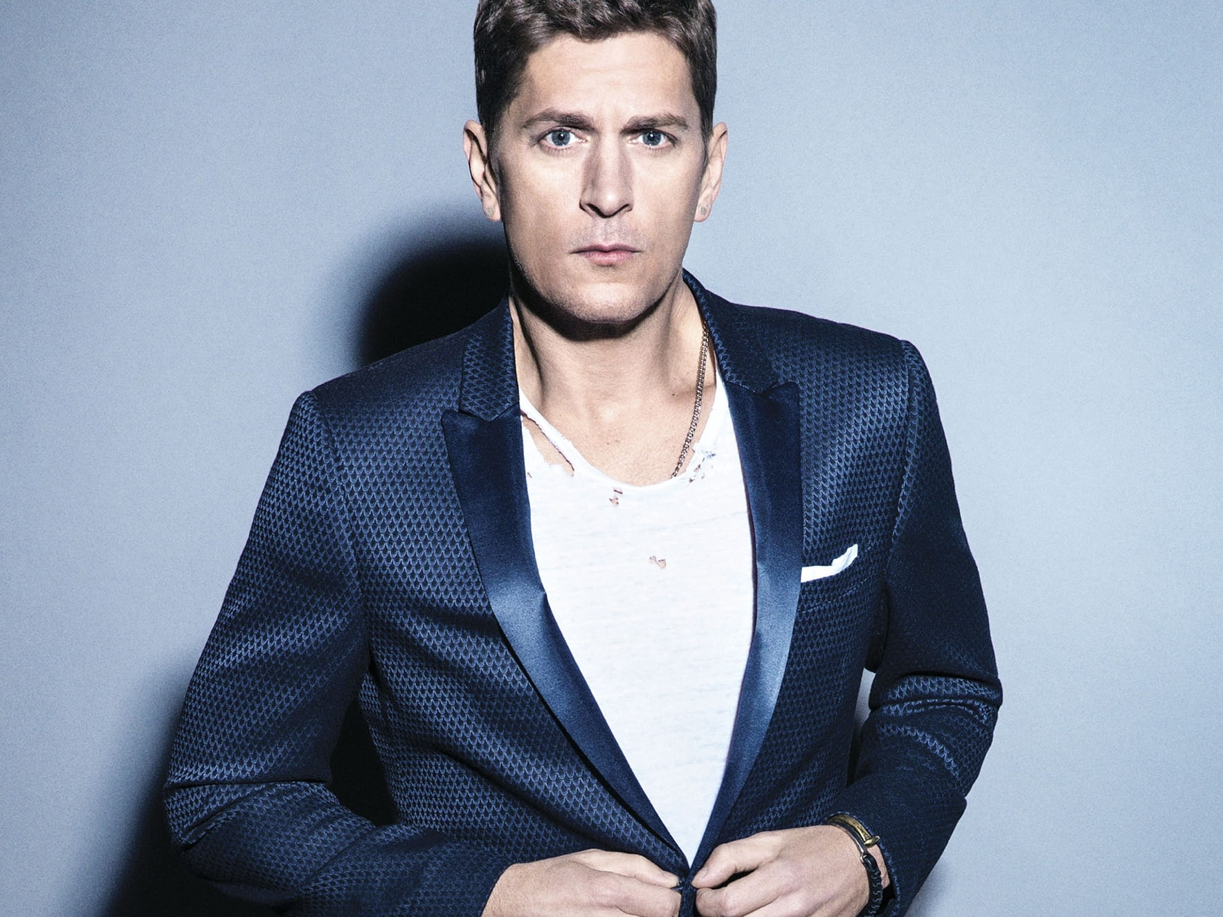 rob thomas Robert james rob thomas (born august 15, 1965) is an american author, producer, director and screenwriter he is best known for creating the acclaimed television series veronica mars (2004–2007), and co-creating 90210 (2008–2013), party down (2009–2010), and izombie (2015–present.